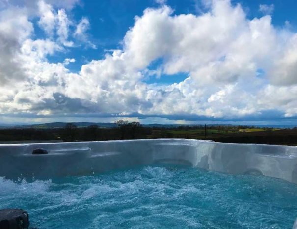 Top-of-the-range-Hottubs-with-stunning-views